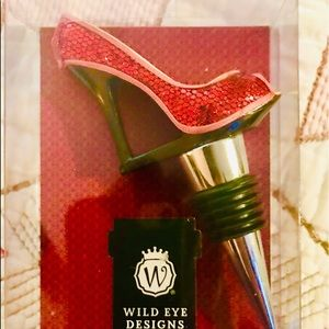 NWT Wild Eye Designs red sparkly heel wine stopper